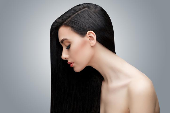 ツヤのある黒髪を(写真:iStock)