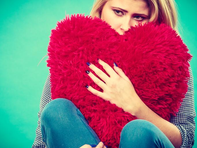「恋愛」以外の世界があること忘れてない?(写真:iStock)
