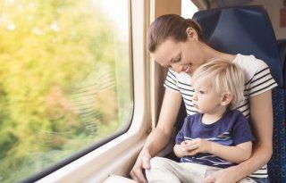 子どもと電車の長距離移動! 飽きさせない&騒ぐ時の対処法