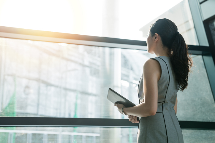 職場で好かれる女性の共通点とは(写真:iStock)