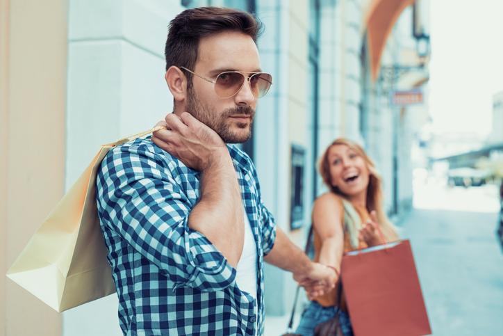 買い物デートに彼はうんざりしてるかも(写真:iStock)