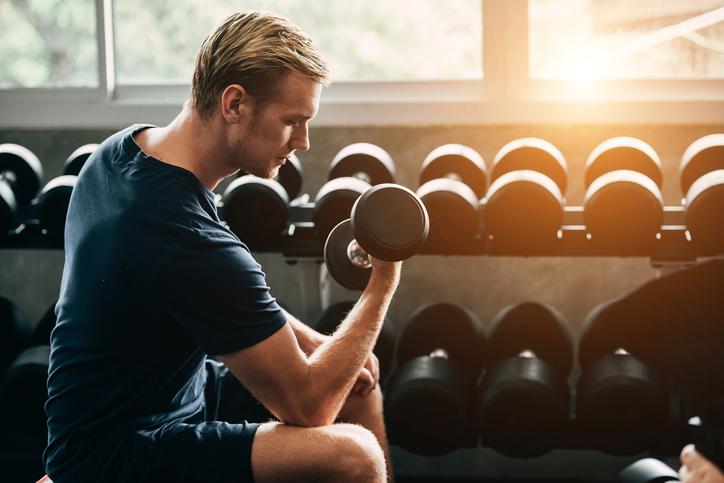 体を鍛えている男性も男性にモテる(写真:iStock)