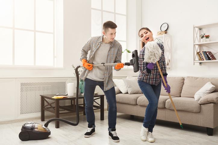 家事分担は結婚後のことも考えてきっちりと!(写真:iStock)