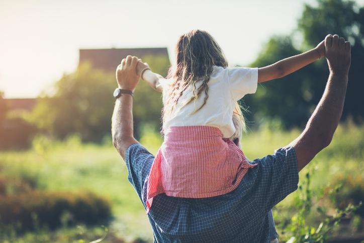 孫にはデレデレなのが祖父母(写真:iStock)