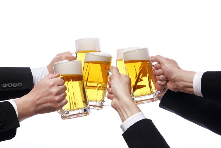 たび重なる飲み会にウンザリ(写真:iStock)