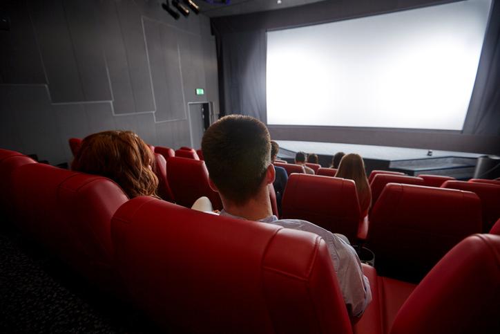 映画館で秘密のプレイ(写真:iStock)