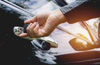 あおり運転男に見る…高級外車好き男の女性のタイプと扱い方