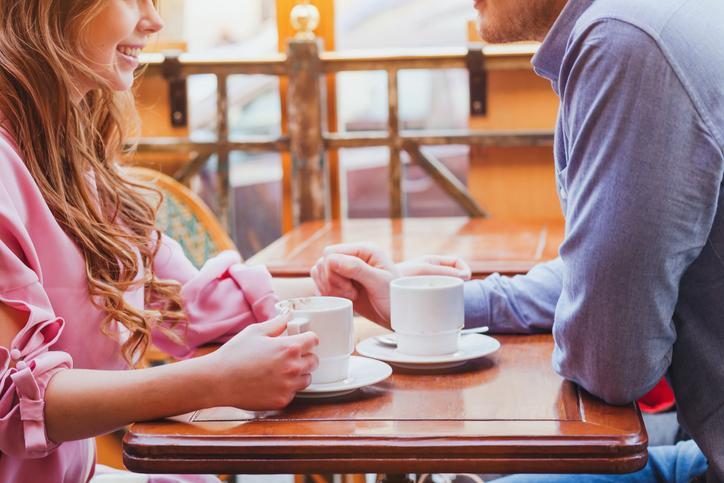 デートを重ねて付き合うことに(写真:iStock)