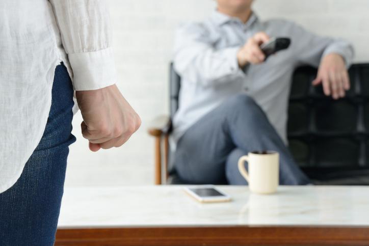 妻のダメ出しには雑な結論(写真:iStock)