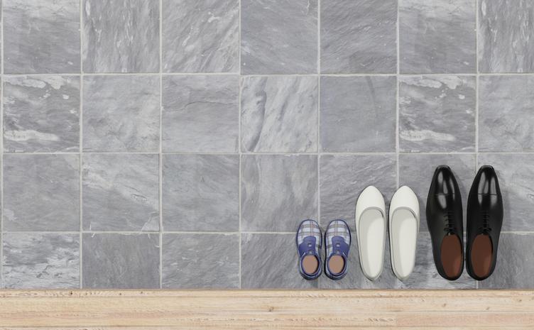 靴を揃えるという当たり前の行為が…(写真:iStock)