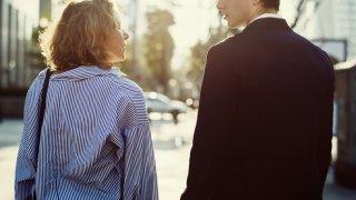 手に入りそうで入らない…男性が女性に好意を持つ距離感とは
