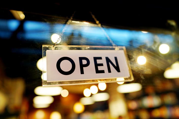 カジュアルなお店も増えている(写真:iStock)