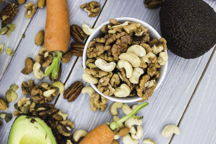ビタミン類を上手に摂って内側から目元にアプローチ(写真:iStock)