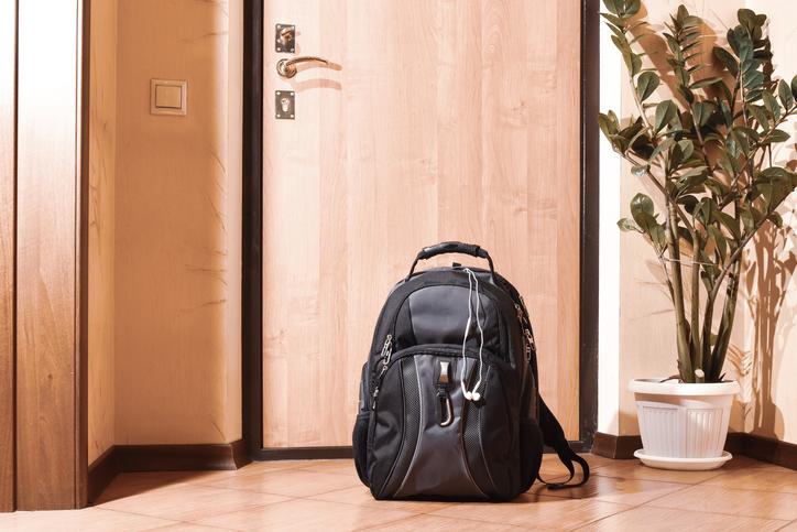 避難バッグの中身に文句ばかり(写真:iStock)