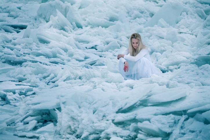 心が凍える…(写真:iStock)