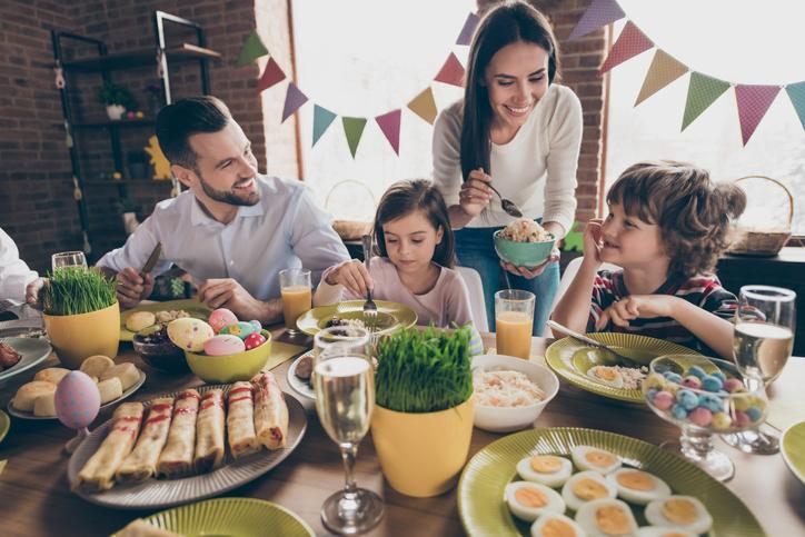 ホームパーティーなら大人も子供も楽しめる(写真:iStock)