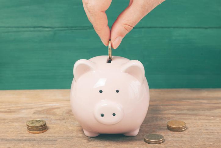 ポイントを使って浮いたお金は貯める(写真:iStock)