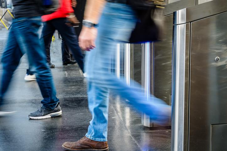 多くの人が降りる瞬間に賭ける(写真:iStock)
