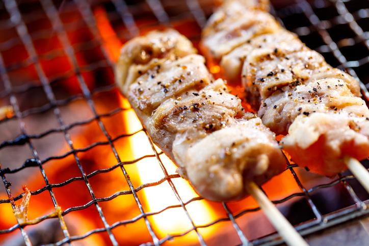 焼き鳥を食べるなら塩で(写真:iStock)