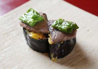 玉味噌の風味とナスが溶け合う「米ナスの田楽牛肉添え」