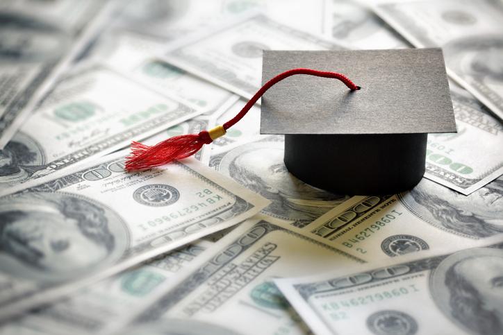 子どもの教育費に充てる人も(写真:iStock)
