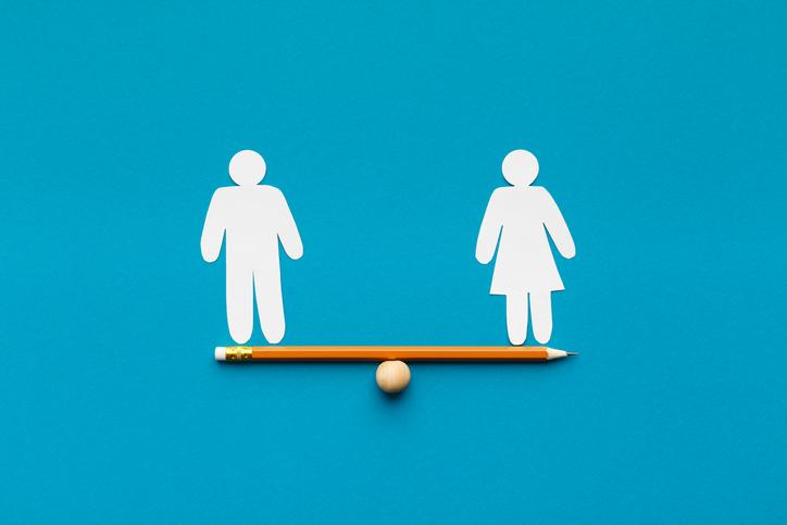 30代女子は男性と対等であることを求められる(写真:iStock)