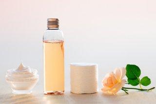 化粧水はコットンと手のどっちがいい? 肌の水分量UPの方法