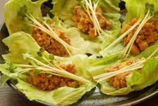 「豚ひき肉とタケノコのレタス包み」パンチの効いた味と食感