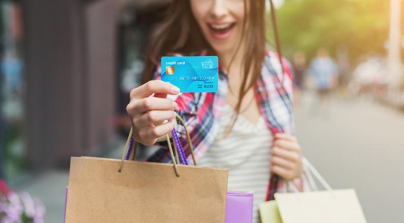 貯まったポイントでまたお買いものができる(写真:iStock)