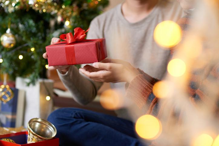夫へのプレゼントどうする?(写真:iStock)