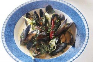 「ムール貝とカブのワイン蒸し」塩辛と生米で2度おいしい!