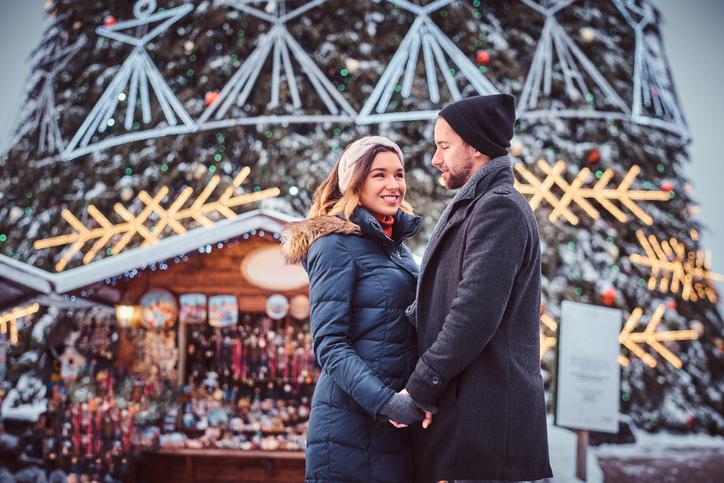 理想のクリスマスデートがあるはず(写真:iStock)