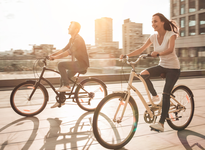 レンタサイクルで街を散策!(写真:iStock)