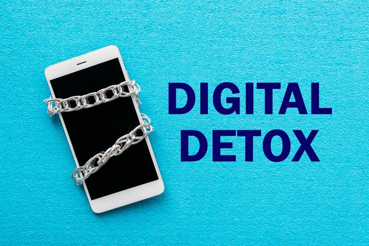 デジタルデトックスのススメ(写真:iStock)