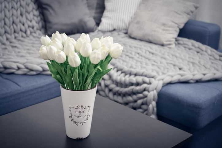 ソファで安心して眠るはずが…(写真:iStock)