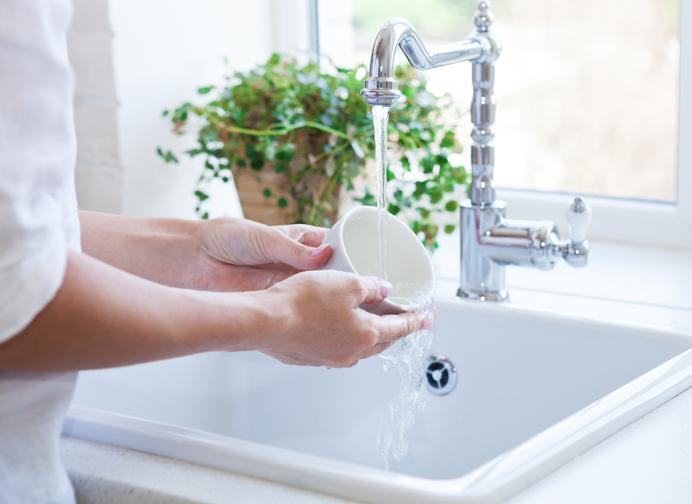 水仕事で手が荒れる前に…(写真:iStock)