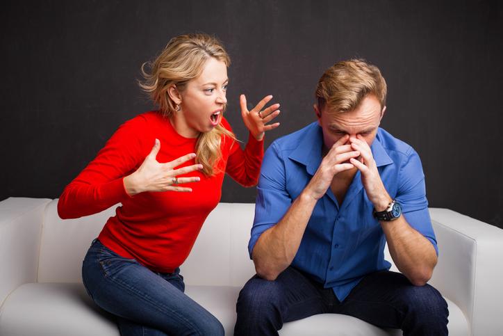 言葉の暴力で心を傷つける(写真:iStock)