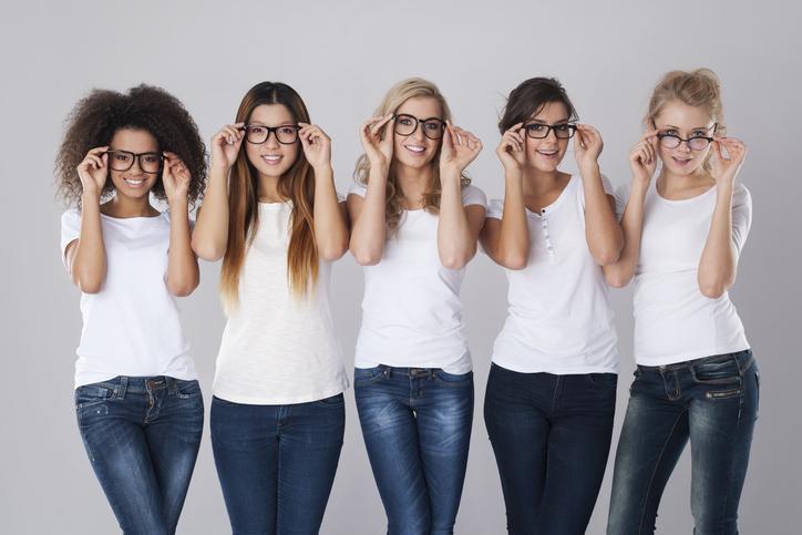 顔のサイズに合ったメガネを選ぼう(写真:iStock)