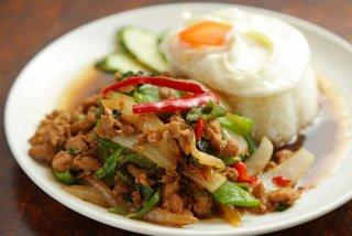 """タイ料理の定番「ガパオごはん」みんな大好き""""つゆだく路線"""""""
