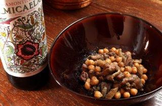 フライパンで作る「鶏炭火焼きとひよこ豆のシェリー蒸し」