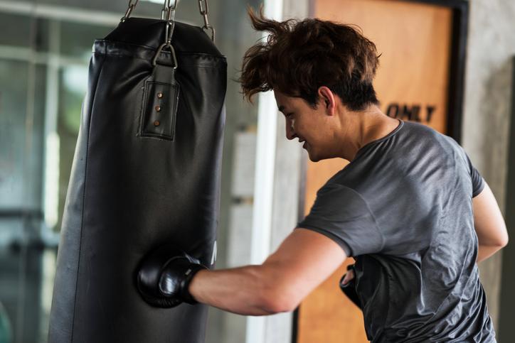 格闘技が好きな彼の深層心理は?(写真:iStock)