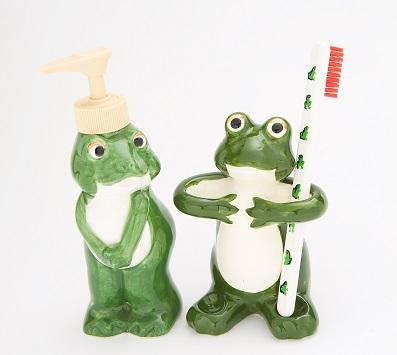 カエルの歯ブラシ立てとソープボトル