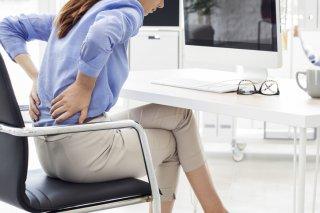 腰痛でお悩みの女性必見! オフィスで出来るストレッチ3選