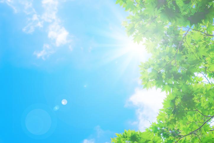 天気によって日焼け止めを使い分けるのも◎(写真:iStock)