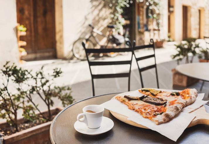 日曜日の昼間のデート、してますか?(写真:iStock)