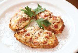 「クロスティーニ」あらびき肉とクリームチーズのハーモニー