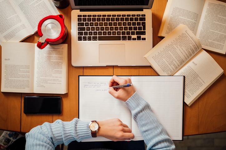 勉強する目的は人それぞれ(写真:iStock)