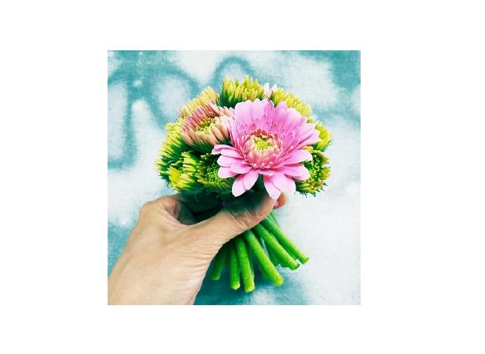 ガーベラ農家さんのスペシャル花束(ADORE FLOWCA)