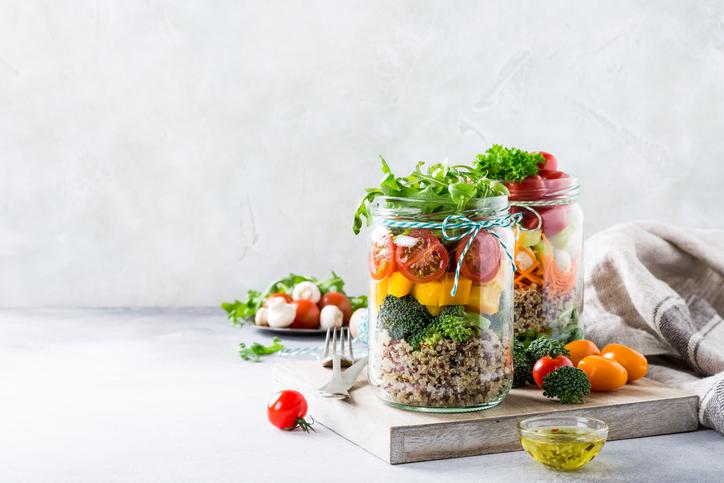 バランスのいい食事が身体をつくる(写真:iStock)