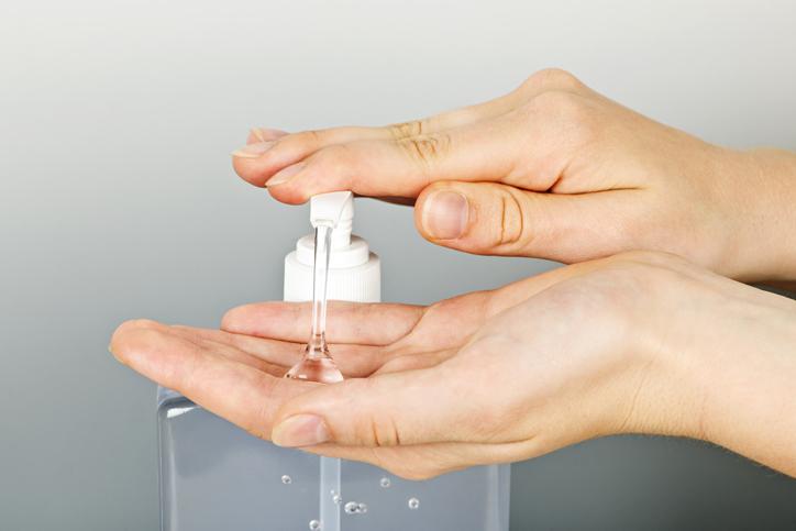 せめて手の消毒くらいはしてほしい(写真:iStock)